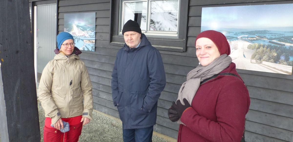 Trondheims kommunes representanter på anleggsåpningen, f.v. utbyggingsleder Mona Åsgård, prosjektleder Stein Ove Brandslet og Marit Løvik (Sp), politisk ansvarlig for sport og friluftsliv i Trondheim kommune.
