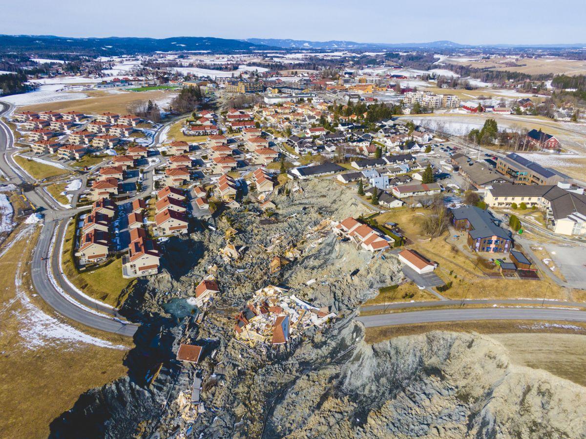Den 30. desember klokken 3.59 fikk politiet melding om leirskredet i boligområdet Nystulia nær sentrum av Ask i Gjerdrum. Ti personer døde. Foto: Stian Lysberg Solum / NTB
