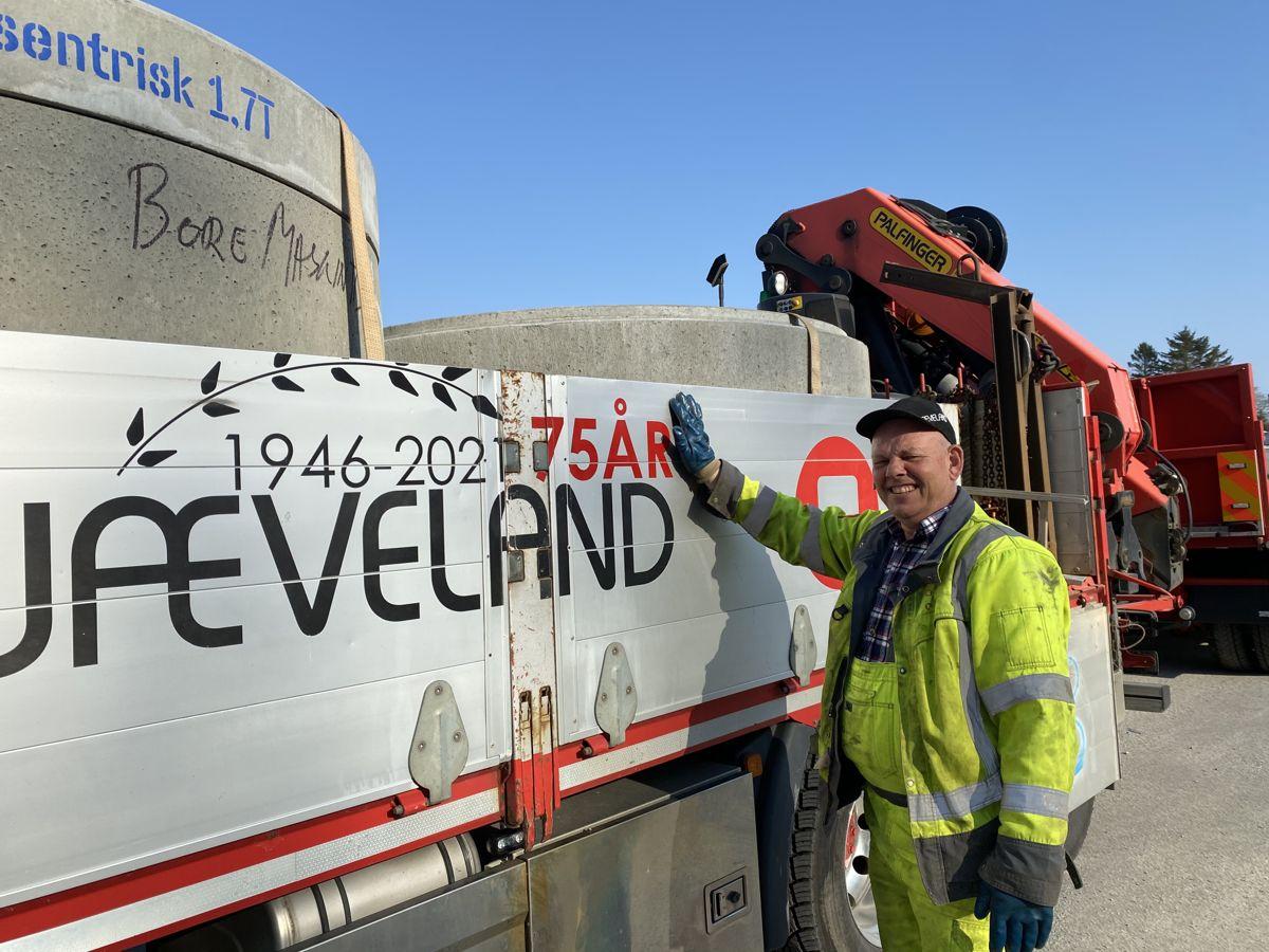 Aslak Storemyr er en av Skjævelands sjåfører. Foto: Skjæveland Cementstøperi