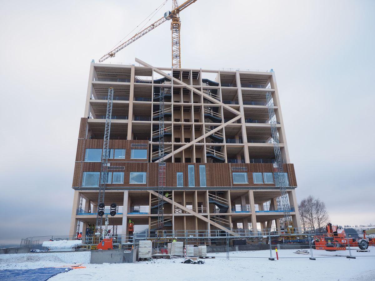 <p>RVT er nå i gang med montering av veggelementer til Mjøstårnet.</p>