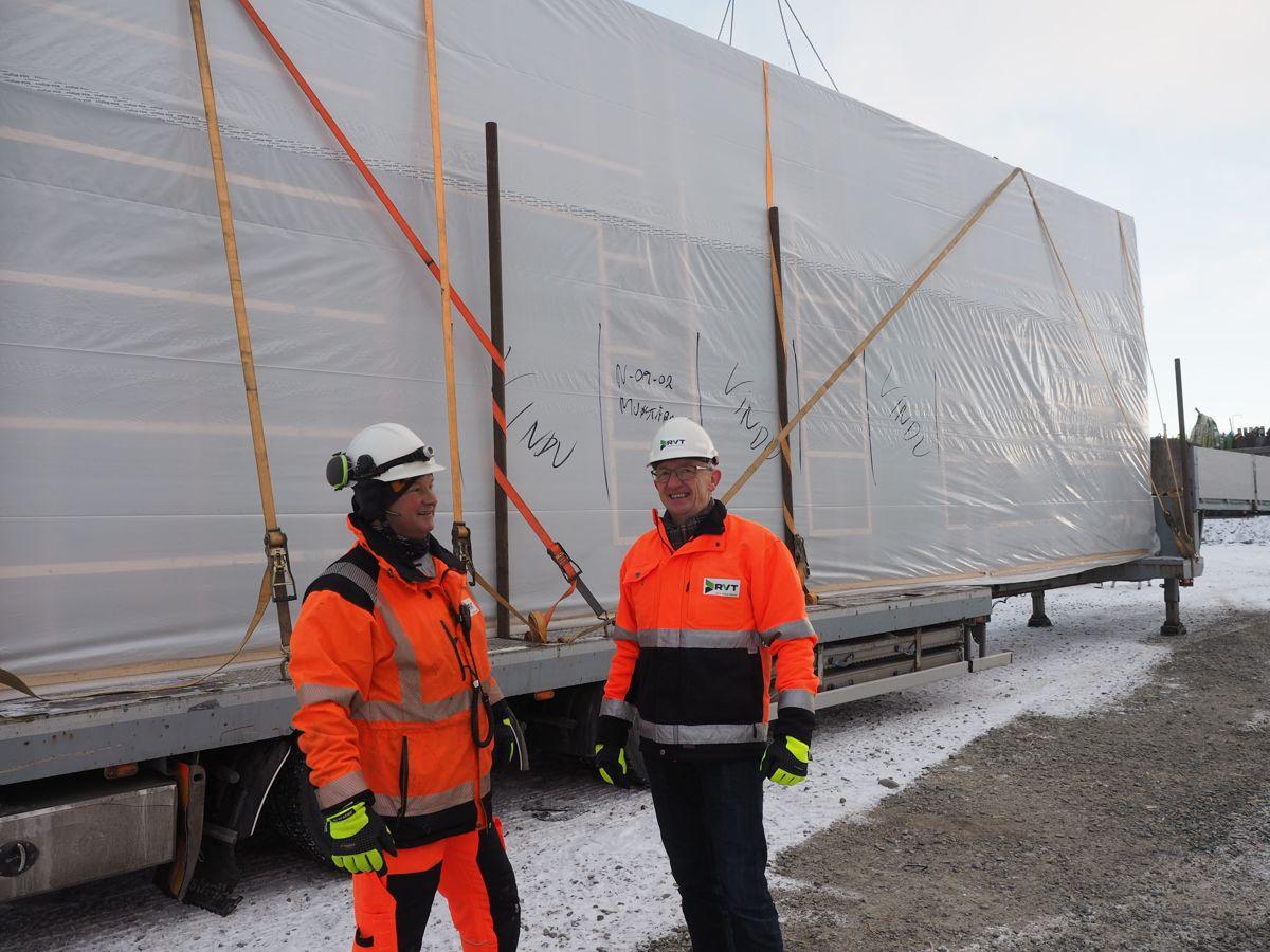 Montasjeleder Hans Ivar Bentdal og daglig leder Per Arne Bali i RVT. Foto: Jørn Hindklev