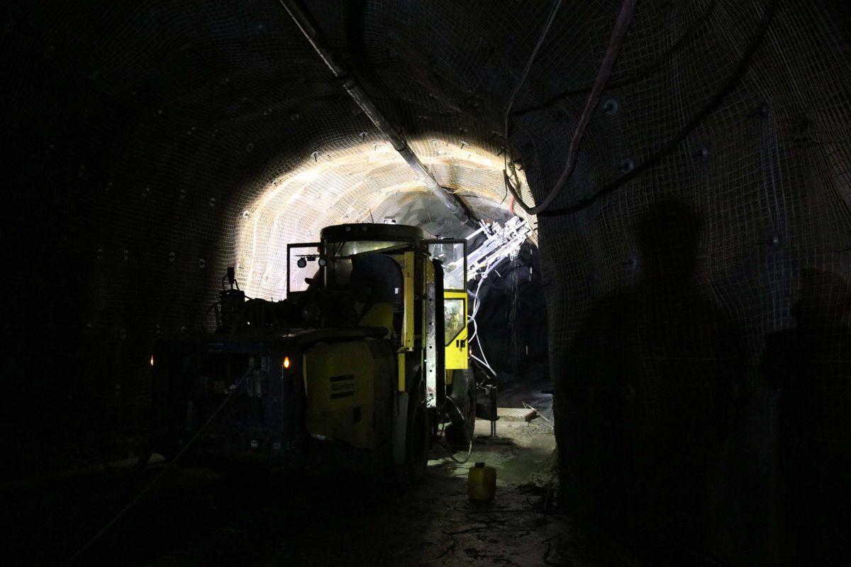 Her jobber Veidekke med å sikre en tunnel under Malmberget.