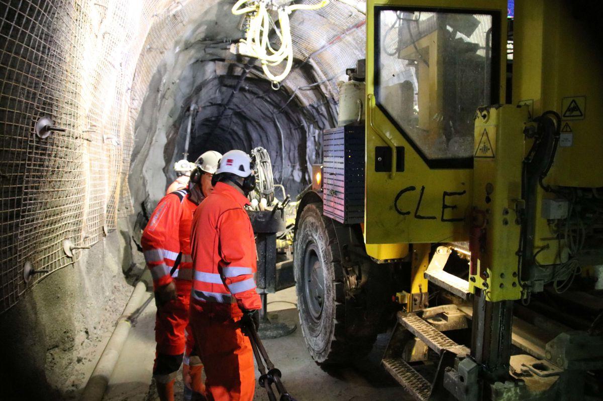 Tunnelene sikres manuelt.