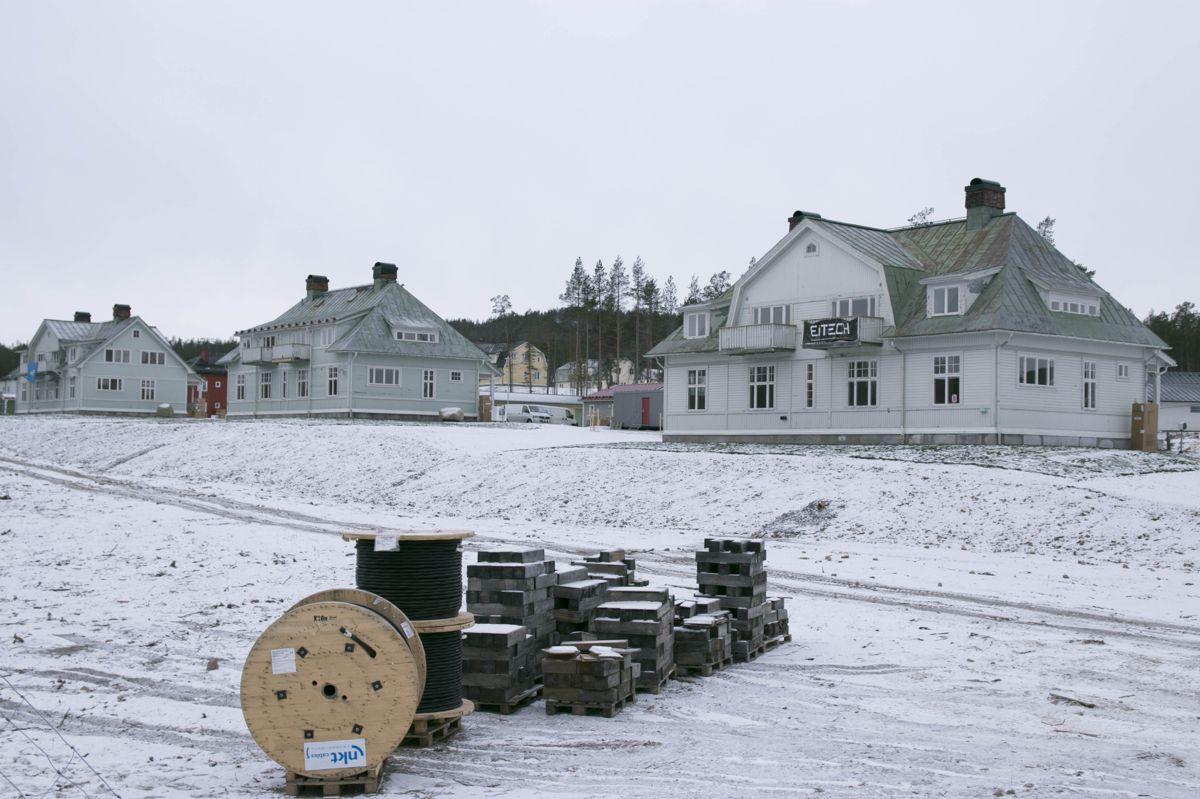 I Malmberget er flere verneverdige hus flyttet til trygg grunn.