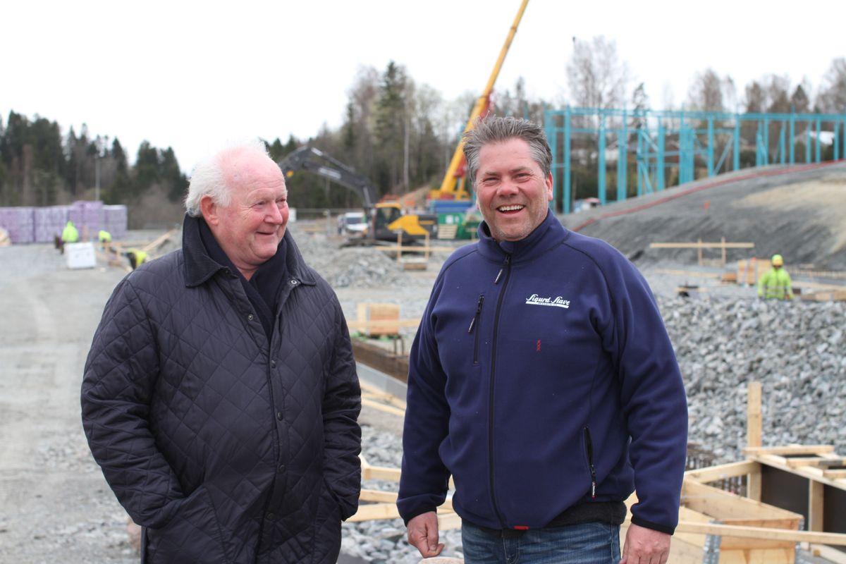 Administrerende direktør Geir Mellum (t.h) og Sigurd Stave i Sigurd Stave Maskin. Foto: Bulk Industrial Real Estate