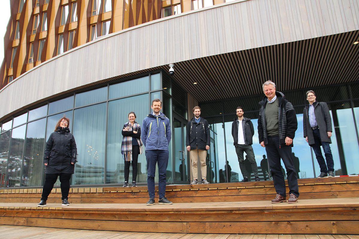 Fra venstre: Ingunn Gjermundnes (prosjektsjef i GC Rieber Eiendom), Monica Selvik (hotelldirektør), Gunnar Hernborg (prosjektdirektør i GC Rieber Eiendom), Øyvind Osland Lilleberg (anleggsleder i Veidekke), Erlend Orrestad Nilsen (prosjekteringsleder/anleggsleder i Veidekke), Tore Johan Smidt (prosjektleder i Smidt & Ingebrigtsen) og Kjartan Einarsson (prosjektleder i Veidekke).