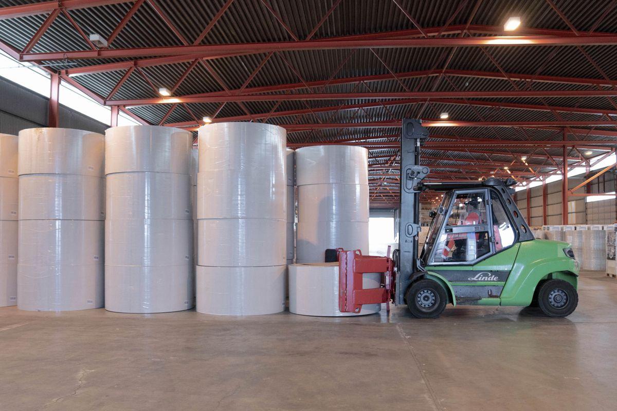 Norgips frakter nå papir fra Tyskland direkte til Drammen havn via sjøveien ved hjelp av logistikkselskapet Greencarrier som i tillegg sørger for at Norgips har fått tilgang til lokaler på Holmen der råvarene mellomlagres inntil det skal benyttes på fabrikken. Foto: Norgips