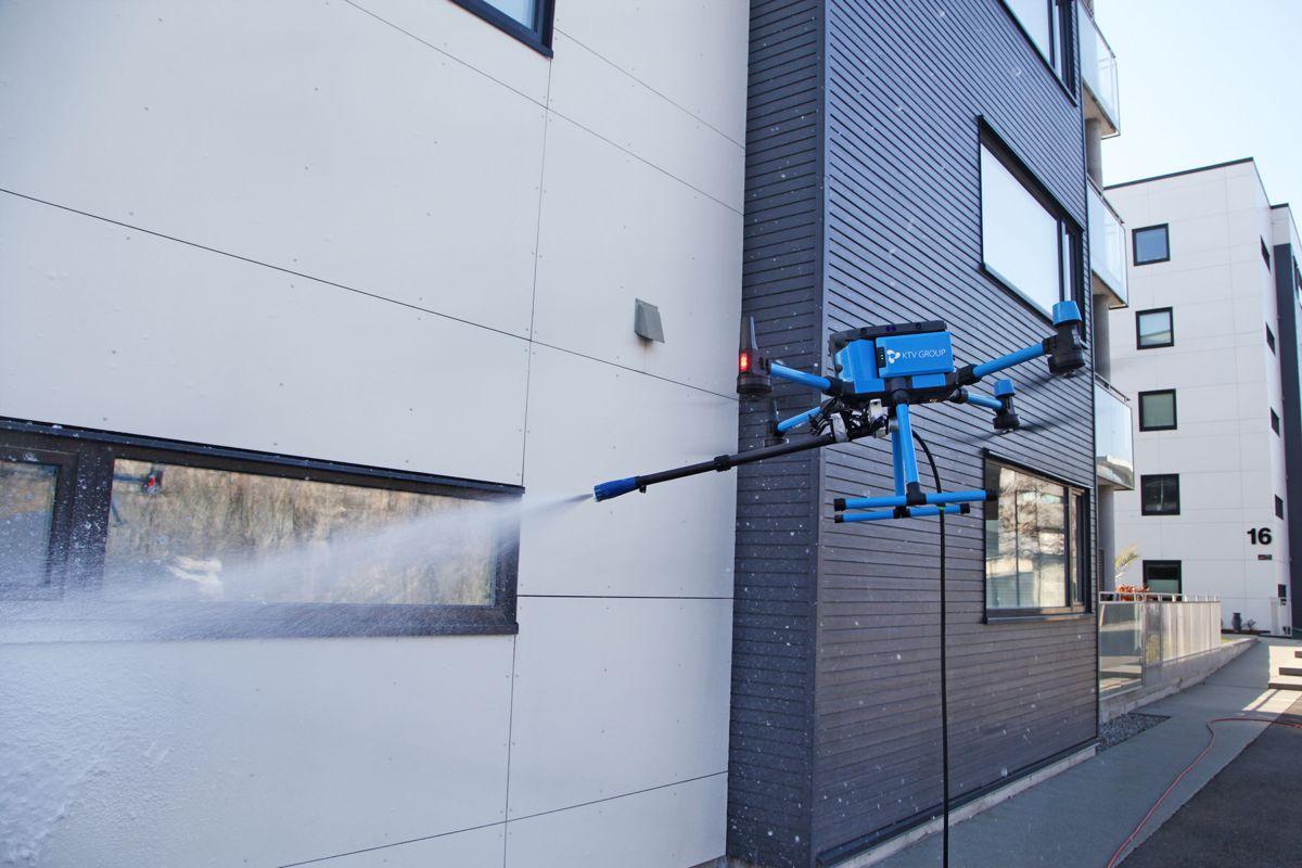 KTV Group gjør fasadevasken med drone. Foto: Tony Aasen/KTV Group
