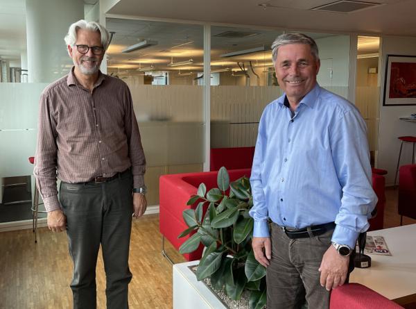 Jon Sandnes (t.v.) er hentet inn av NHO for å lede et nytt prosjekt knyttet til fremtidens lønn og tariff. Styreleder Haakon Tronrud vil i en periode gå inn som ny BNL-sjef. Foto: BNL