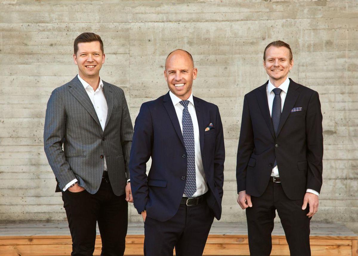 Emil Eriksrød, Tommy Thovsland og Eirik Engaas skal notere R8 Property på Euronext Growth Oslo-børsen. Foto: Ida Bjørvik.
