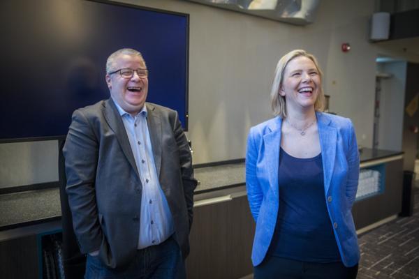 Fremskrittspartiets transportpolitiske talsperson Bård Hoksrud og partileder Sylvi Listhaug går inn for å øke rammen i Nasjonal transportplan med 400 milliarder kroner. Dette bildet er fra februar i fjor. Foto: Ole Berg-Rusten / NTB