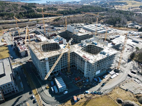 Byggingen av det nye universitetssykehuset i Stavanger er for tiden landets største byggeprosjekt. Foto: Mikal Haga, Kruse Smith.