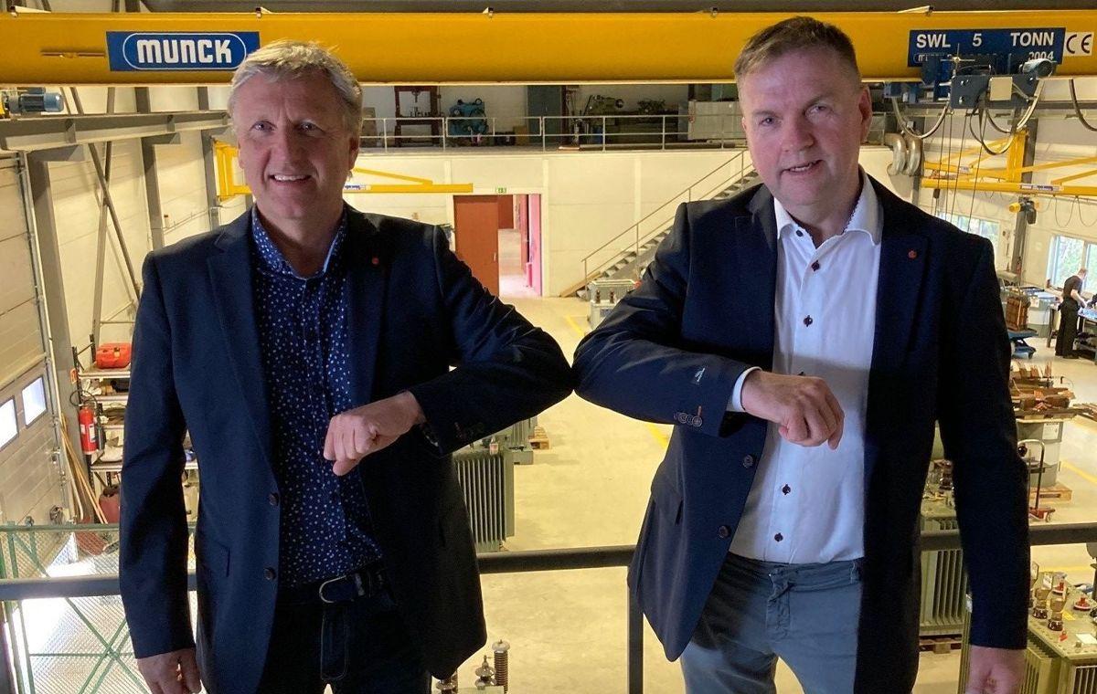 Daglig leder Geir Osmundsen i VTE (til venstre) og administrerende direktør Arild Borgersen i Nettpartner. Foto: Nettpartner