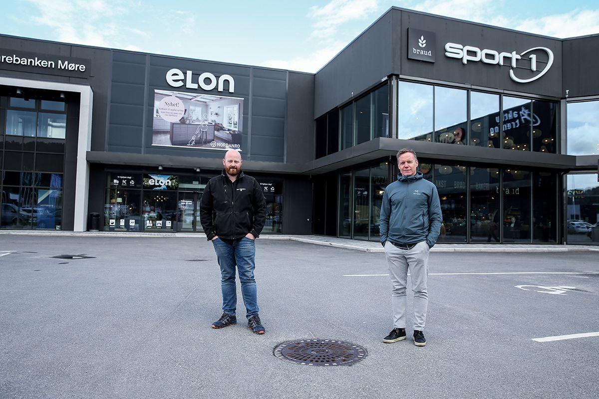 Henrik Hildre (t.v.) er prosjektleder for totalentreprenør Ronny Tennfjord AS på DNP6, Erland Reite er prosjektleder for utbygger.