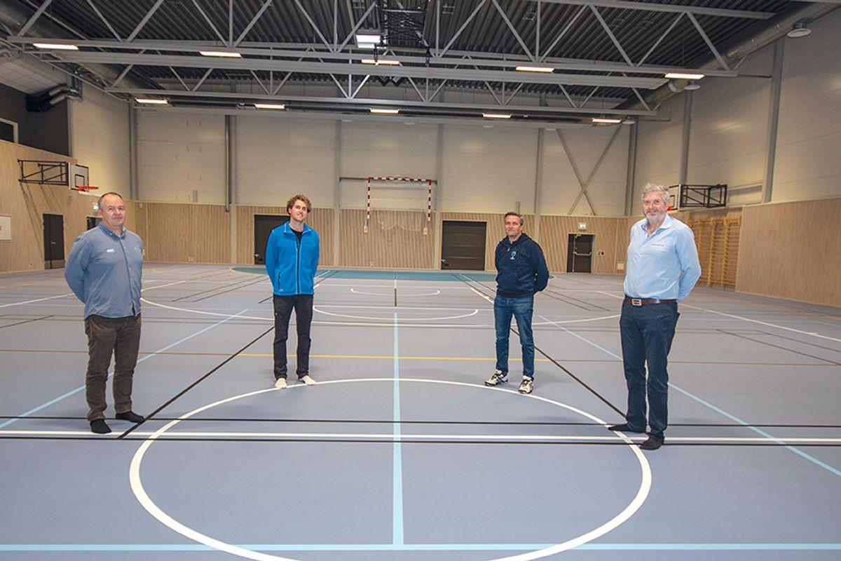 Prosjektleder Espen Møller i Asker Entreprenør (fra venstre), Ola Martinus Skavern  i Bygghuset, Jørund H. Strømseng i Linderud IL og Lars Erik Østgaard i Bygghuset er godt fornøyde med hva de har fått til på hjemmebane på Linderud.