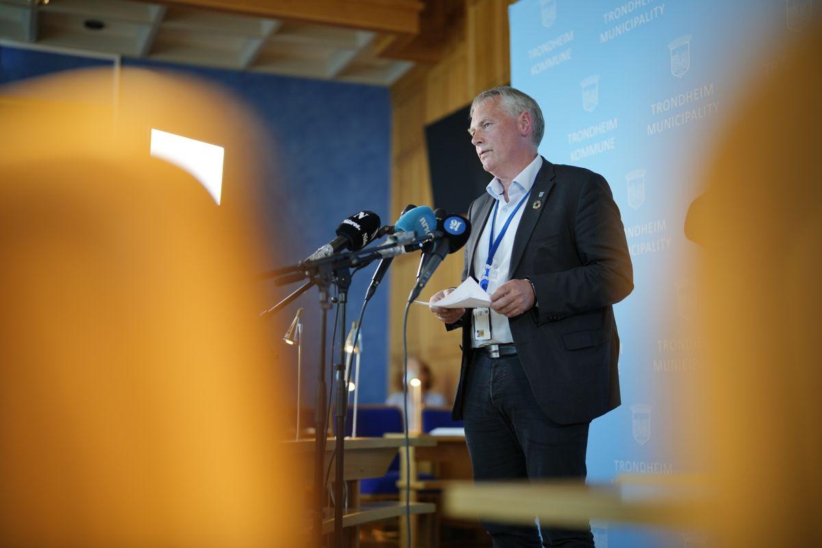 Kommunedirektør Morten Wolden sier Trondheim må ta enda tydeligere grep og enda kraftigere tiltak for å få bukt med den økende smitten i kommunen. Foto: Ole Martin Wold / NTB