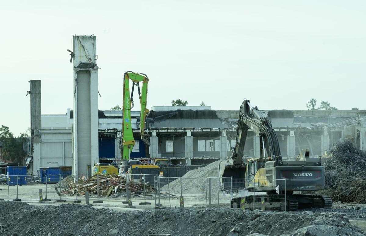 Riving av anlegget på Koksa og hangarene på Fornebu, og anleggsområdet for den kommende Fornebubanen.