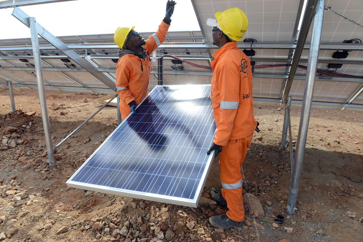 En solcellepark bygges vanligvis i løpet av 6-12 måneder, inkludert grunnarbeid og montering, avhengig av lokale forhold. Foto: Eric Miller