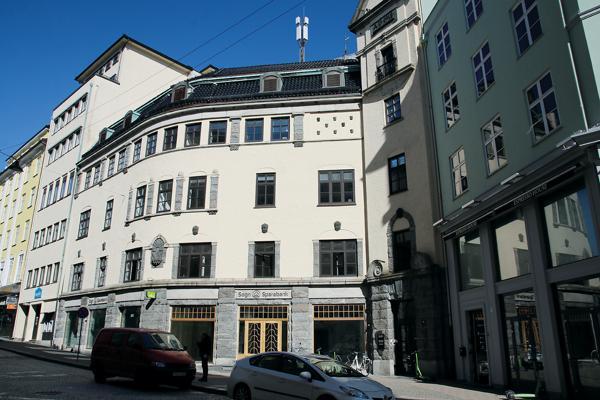 Det over 100 år gamle bygget skal bevares utvendig, men moderniseres innvendig. Foto: Arve Brekkhus
