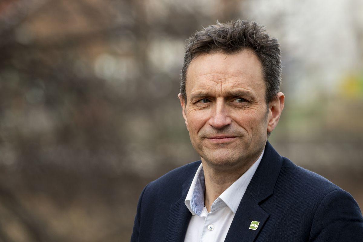 MDGs Arild Hermstad kaller regjeringens forslag til Nasjonal transportplan et mageplask for klimaet. Nå foreslår han å øke jernbanepotten betydelig. Foto: Terje Pedersen / NTB