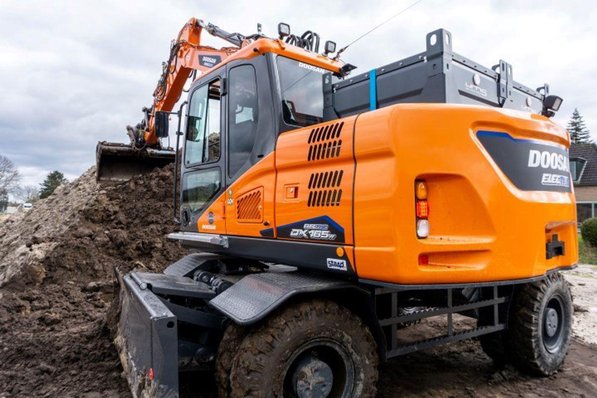 Hjulgraveren DX165W-5 på 17 tonn, er blant de elektriske Doosan-maskinene Rosendal Maskin kan tilby norske kunder. Foto: Doosan.