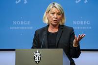 Justis- og beredskapsminister Monica Mæland (H) mener det fortsatt er nødvendig med omfattende kontroll av personer som krysser grensen. Foto: Gorm Kallestad / NTB