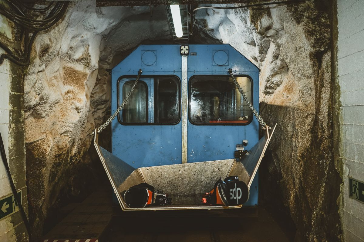 TURISTATTRAKSJON. Gaustabanen var lenge stengt for turister, men i 2010 gikk den første kommersielle turen med tunnelbanen. I 2019 hadde Gaustabanen hele 75.000 besøkende og tunnelbanens popularitet er stadig økende. Foto: Gaustabanen