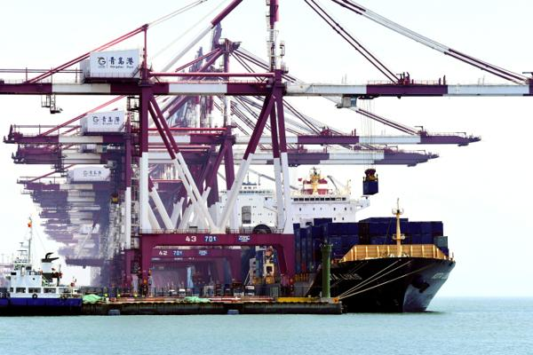Illustrasjonsbilde fra havnen i Qingdao i Kina. Foto: NTB/Chinatopix via AP