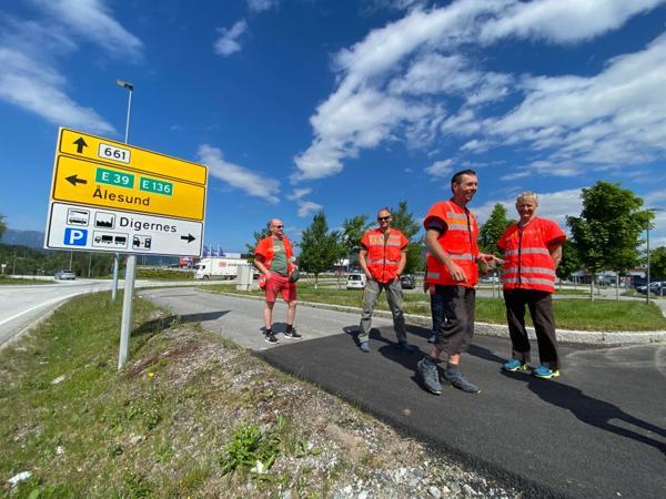 Statens vegvesen E39 Ålesund Molde er i gang med planleggingen av ny E39 fra Ålesund til Molde. Anleggsansvarlig E39 Ålesund Molde, Arild Gjerde, prosjektdirektør Ove Nesje Statens vegvesen, Utbygging midt, planleggingsleder Breivika-Ørskogfjellet, Tone Hammer, NTP -rute ansvarlig Møre og Romsdal, Andre Moltubakk og prosjektleder Harald Inge Johnsen Statens vegvesen, E39 Ålesund-Molde var denne uka på befaring av strekningen. Foto: Statens vegvesen