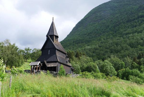 Kronerulling har hindret at arbeidet med det planlagte verdensarvsenteret for Urnes stavkirke i Luster stopper opp. Foto: Martin Lerberg Fossum / NTB