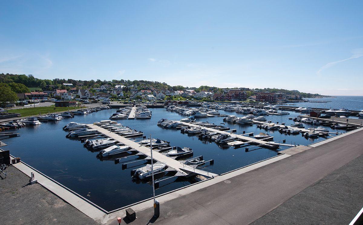Utsikt mot båthavna fra Saltbrygga i Larvik, 31.5.2021. Foto: Trond Joelson, Byggeindustrien