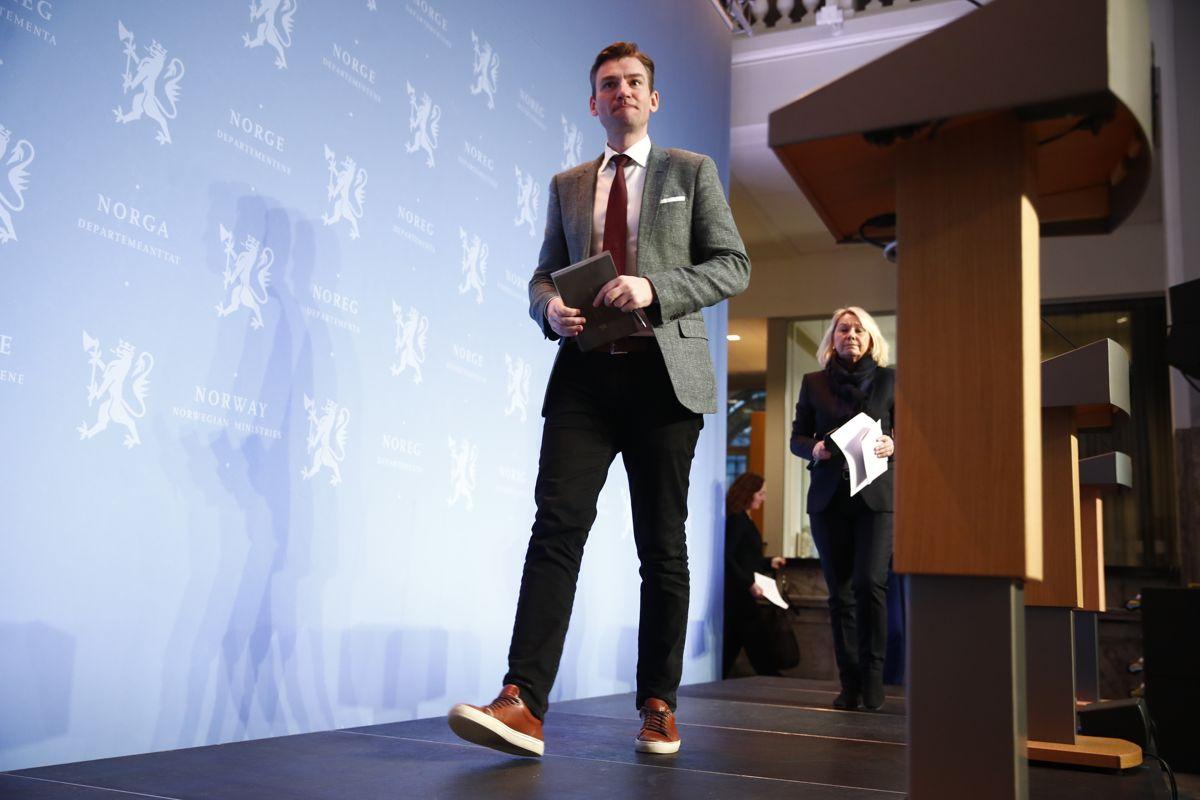Forsknings- og høyere utdanningsminister Henrik Asheim på en pressekonferanse om koronasituasjonen i Norge. Foto: Terje Pedersen / NTB