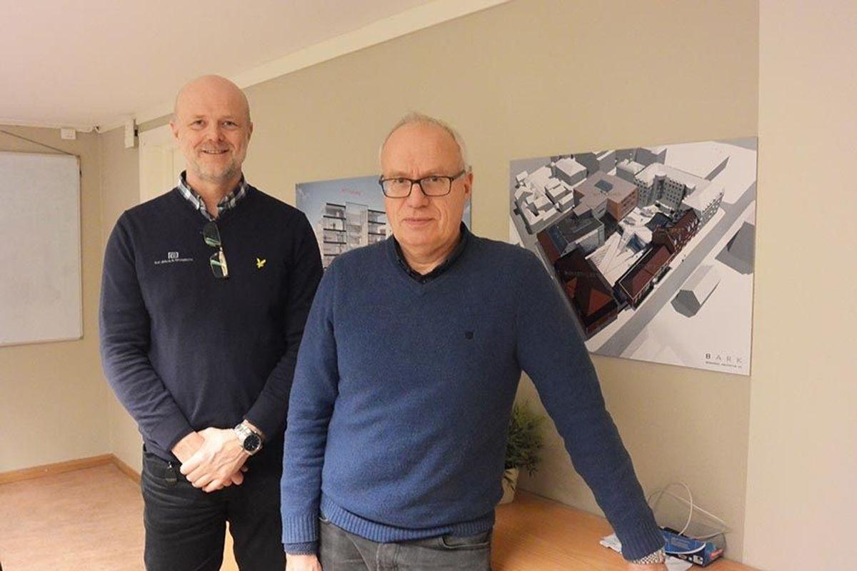 Svein Erik Nordbotten fra byggherren E.C. Dahls Eigedom og Oddbjørn Harbak frå Skanska.