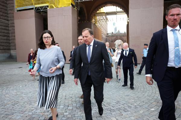 Statsminister Stefan Löfven (S) forlater Riksdagen etter mistillitsavstemningen. Foto: NTB / Nils Petter Nilsson / TT NYHETSBYRÅN / NTB