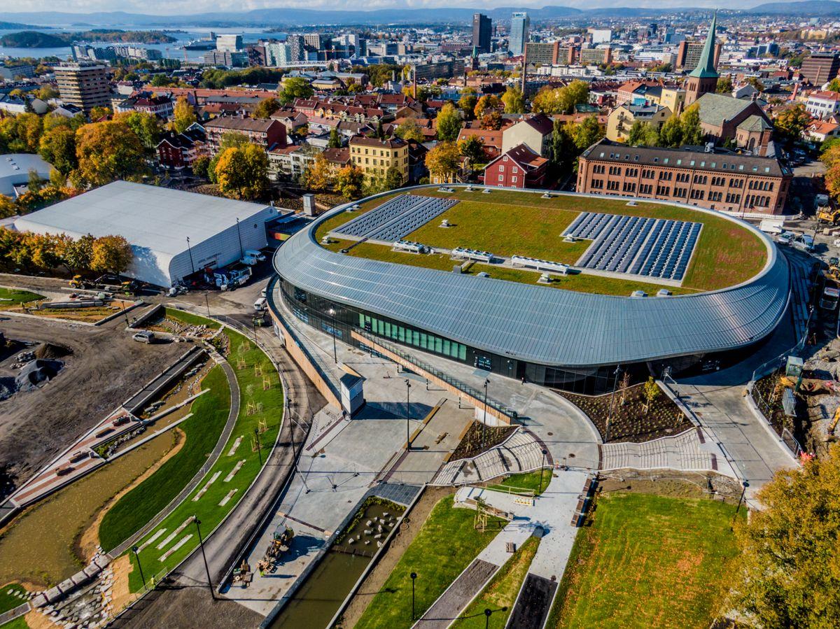 Nye Jordal Amfi og Jordal Ungdomshall i Oslo ble i fjor ferdigstilt. Idretten får i år full momskompensasjon for bygging av idrettsanlegg. Foto: Stian Lysberg Solum / NTB