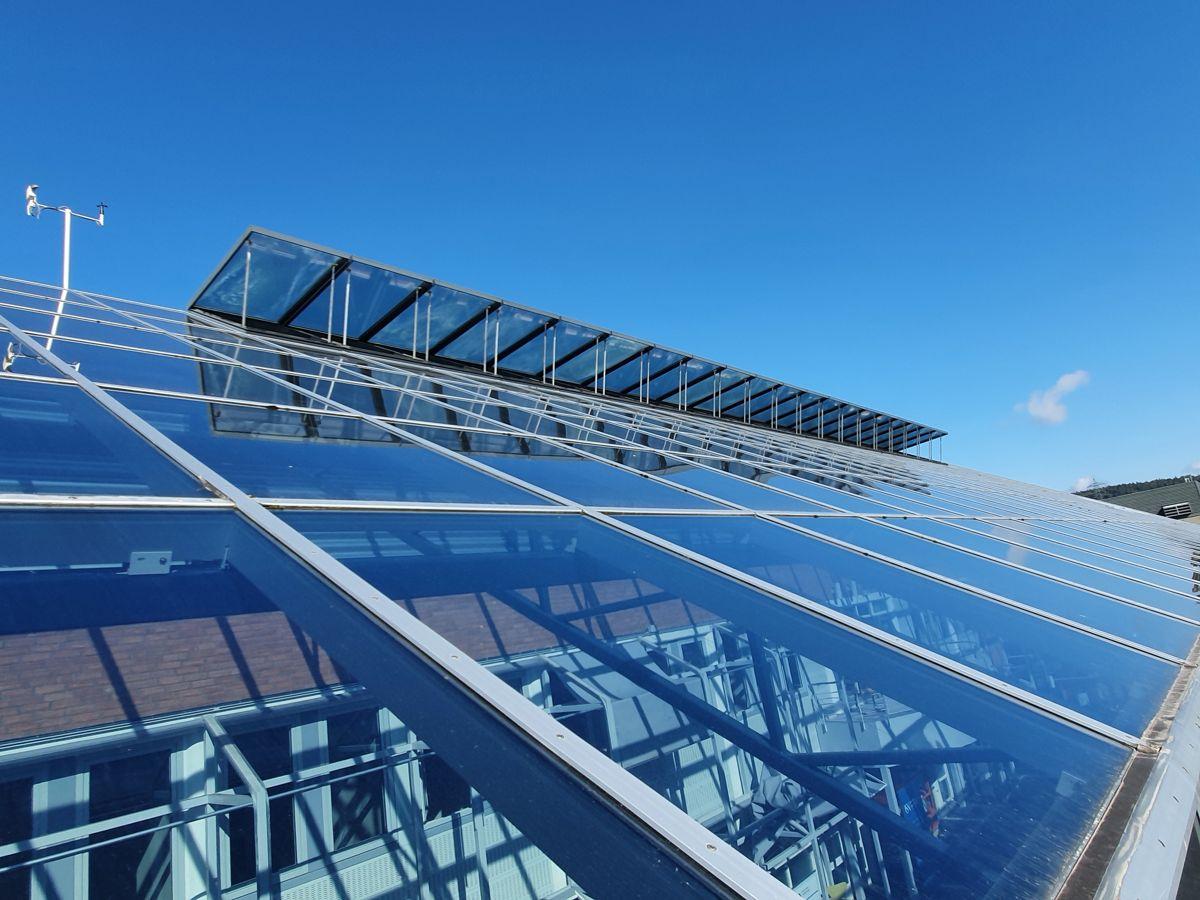 Glasstak bør vedlikeholdes omtrent hvert femte år, opplyser Glass og Fasadeforeningen. Foto: Glass og Fasadeforeningen
