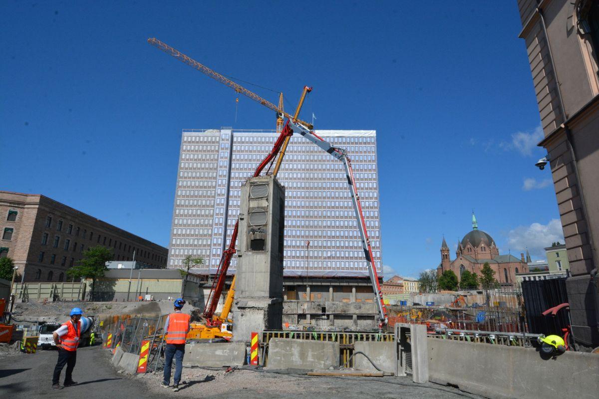Slik ser det ut bak byggegjerdene når Høyblokka rehabiliteres.