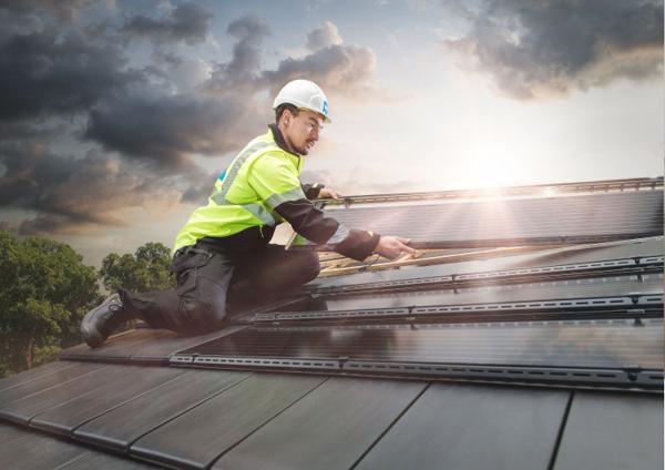 BMI lanserer integrerte solcellepaneler til design-takstein. Foto: BMI