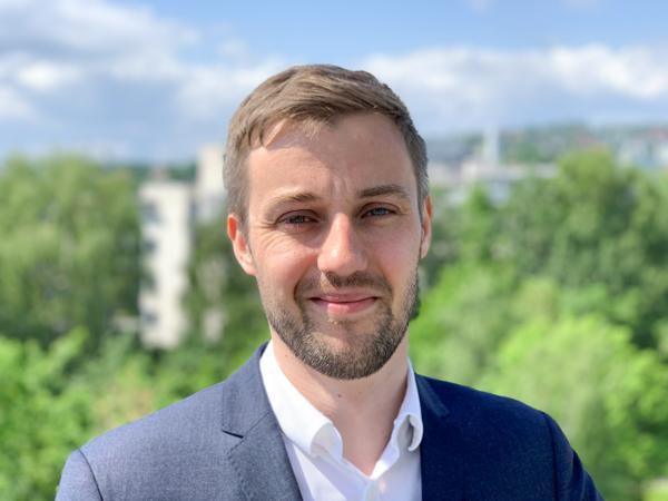 Siviløkonom Robin Sæterøy i Multiconsults avdeling for eiendomsledelse forteller at eiendomsverktøyet MultiMap nå utvikles for bedre styring av eiendomsporteføljen. Foto: Privat
