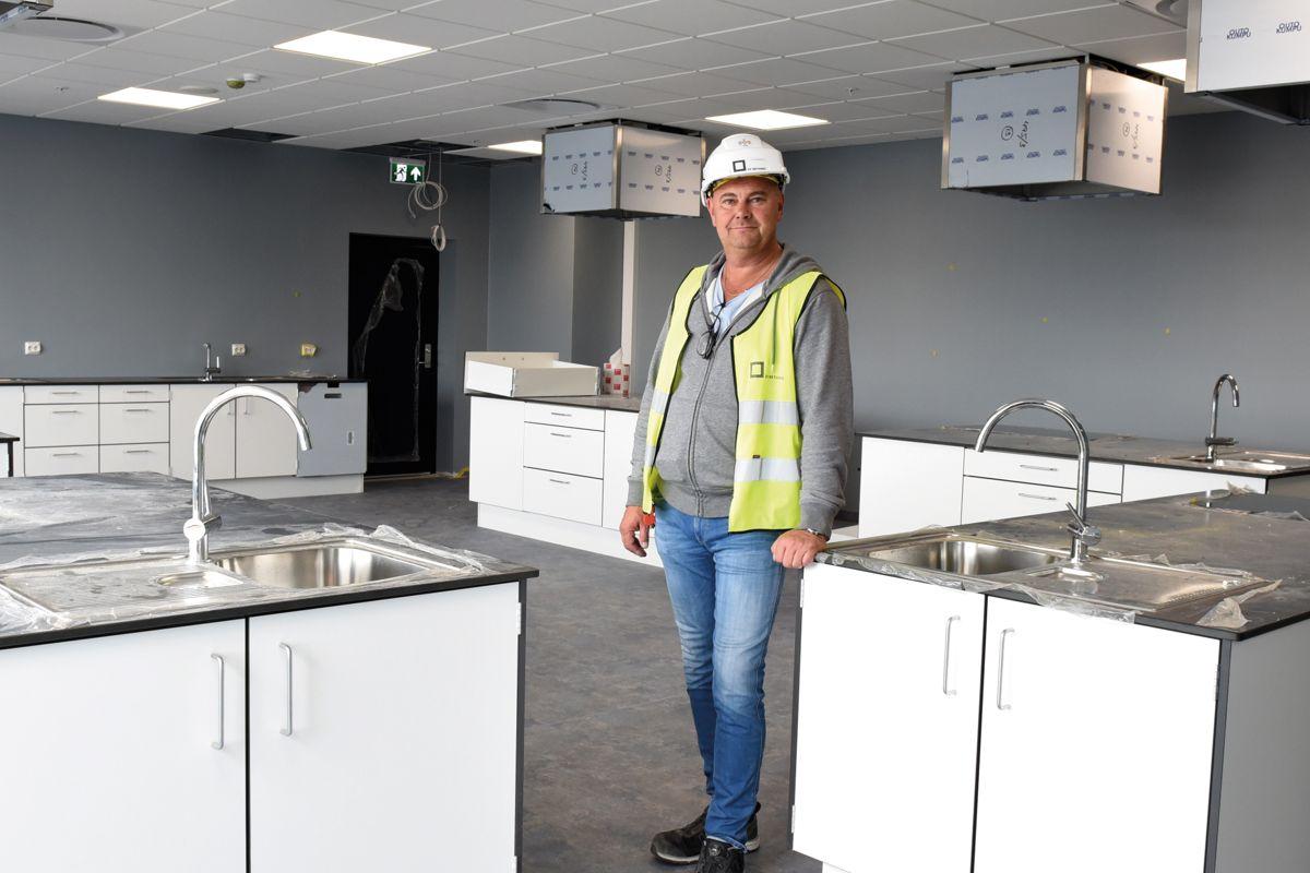 Prosjektleder Kai Forsbom berømmer byggherren og underentreprenørene for godt samarbeid.