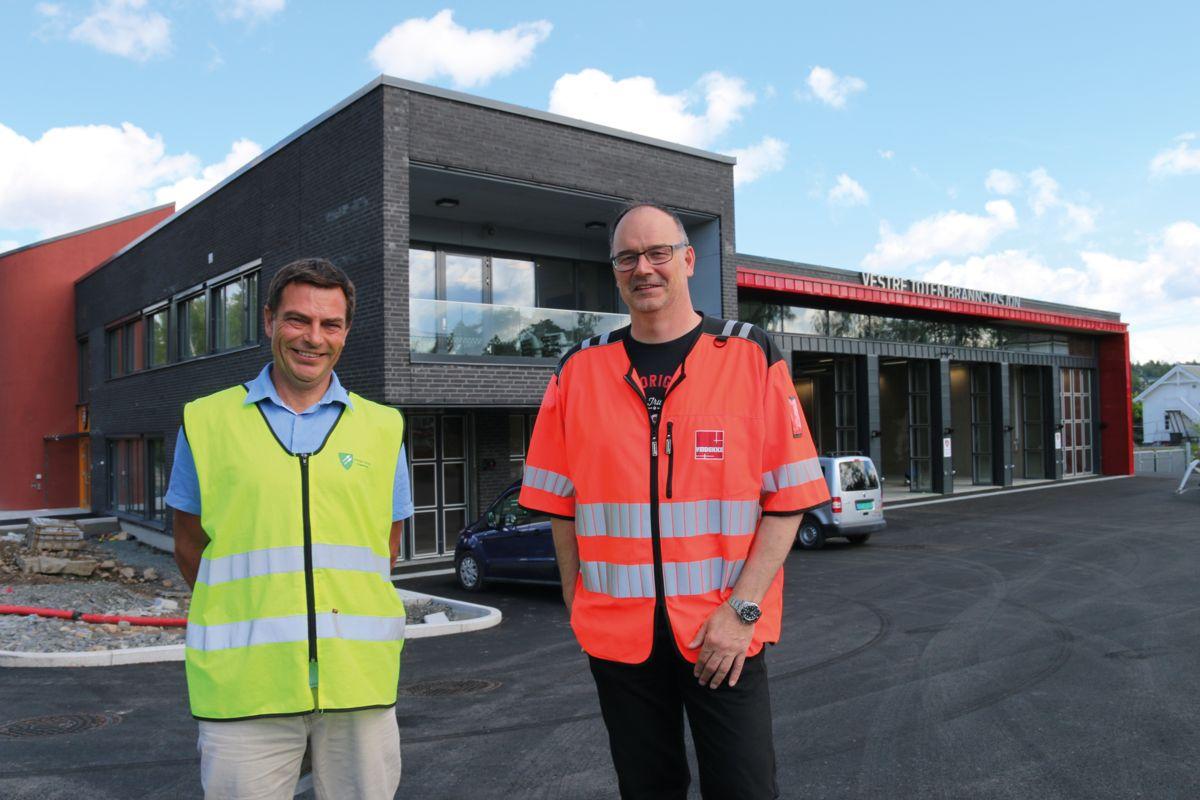 Prosjektleder Ole Anders Hoff i Vestre Toten kommune (t.v) og prosjektleder Geir Storsletten i Veidekke Entreprenør.