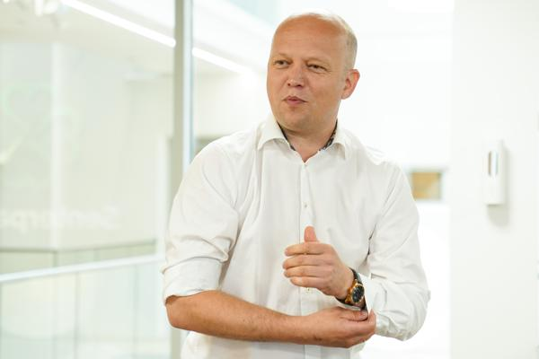 Trygve Slagsvold Vedum sier Senterpartiet unngår ultimatum, men går til valg på det de mener. Foto: Torstein Bøe / NTB