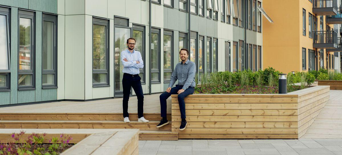 Ørjan Hurv (t.v.) og Ingemund Skålnes foran OBOS Living Lab på Vollebekk i Oslo.