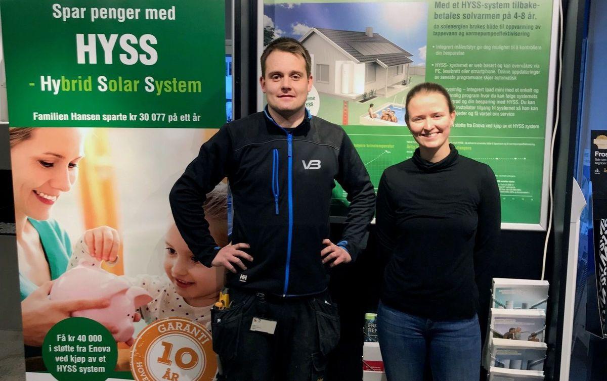 <p>Johnny Dahlen og Marthe Karlsen Lange i Nore VVS AS. Forhandlere av HYSS. Foto: VB</p>