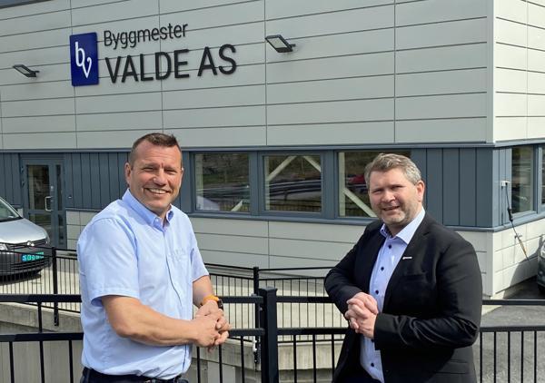 Daglig leder Øystein Haugland i Byggmester Valde og bedriftsutvikler Hørdur Hardarson i Systemhus.