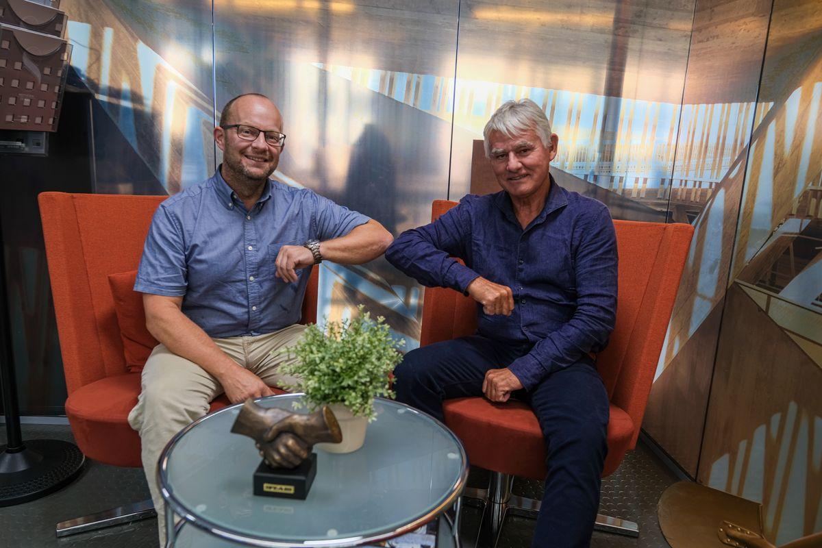 Administrerende direktør Johan Hansson i Peab Anlegg (til venstre) og eier og styreleder Nils Petter Halvorsen i HGT. Foto: Peab