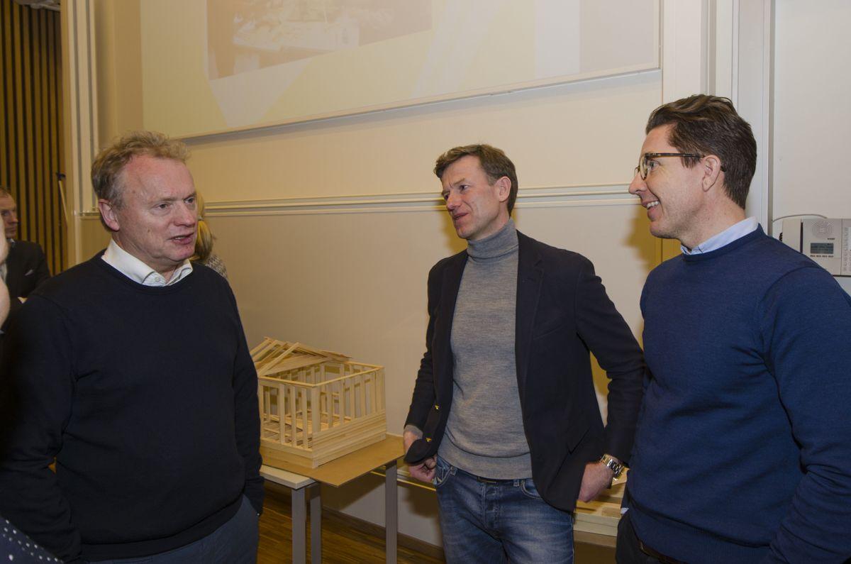 Byrådsleder Raymond Johansen i Oslo kommune (fra venstre) her i prat med konsernsjef Geir Skoglund i Alliero og daglig leder Thomas Innseth i Georg Andresen & Sønner.