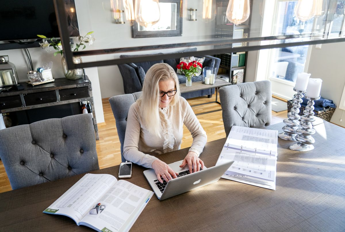 Etter lange perioder på hjemmekontor har mange nordmenn vendt tilbake til arbeidsgivers lokaler. Foto: Gorm Kallestad / NTB