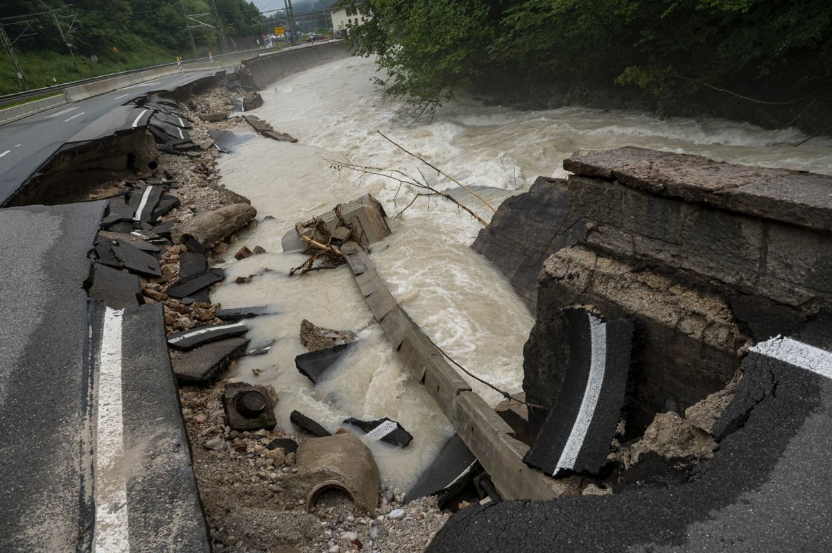 Regionalt uvær med vannmasser uten sidestykke. Foto: AP / NTB