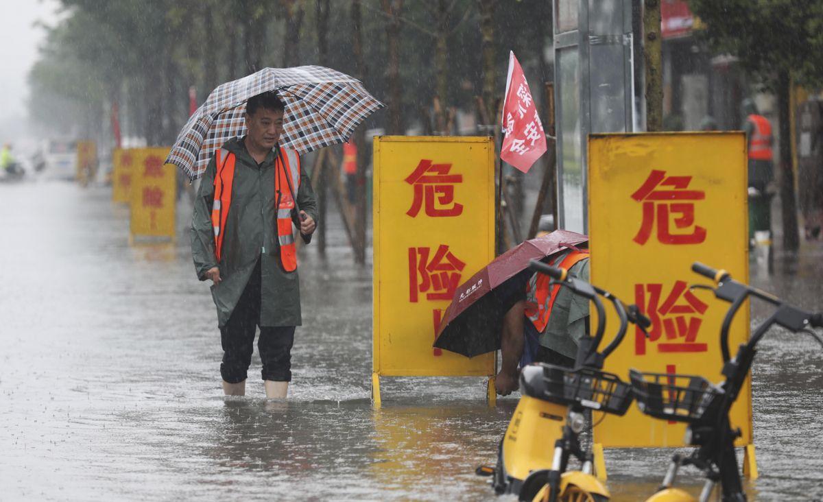 «Fare» står det på skiltene i Wuzhi i Henan-provinsen. Foto: AP / NTB